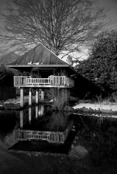 boathouse-on-the-river-wey-miko-yanagisawa